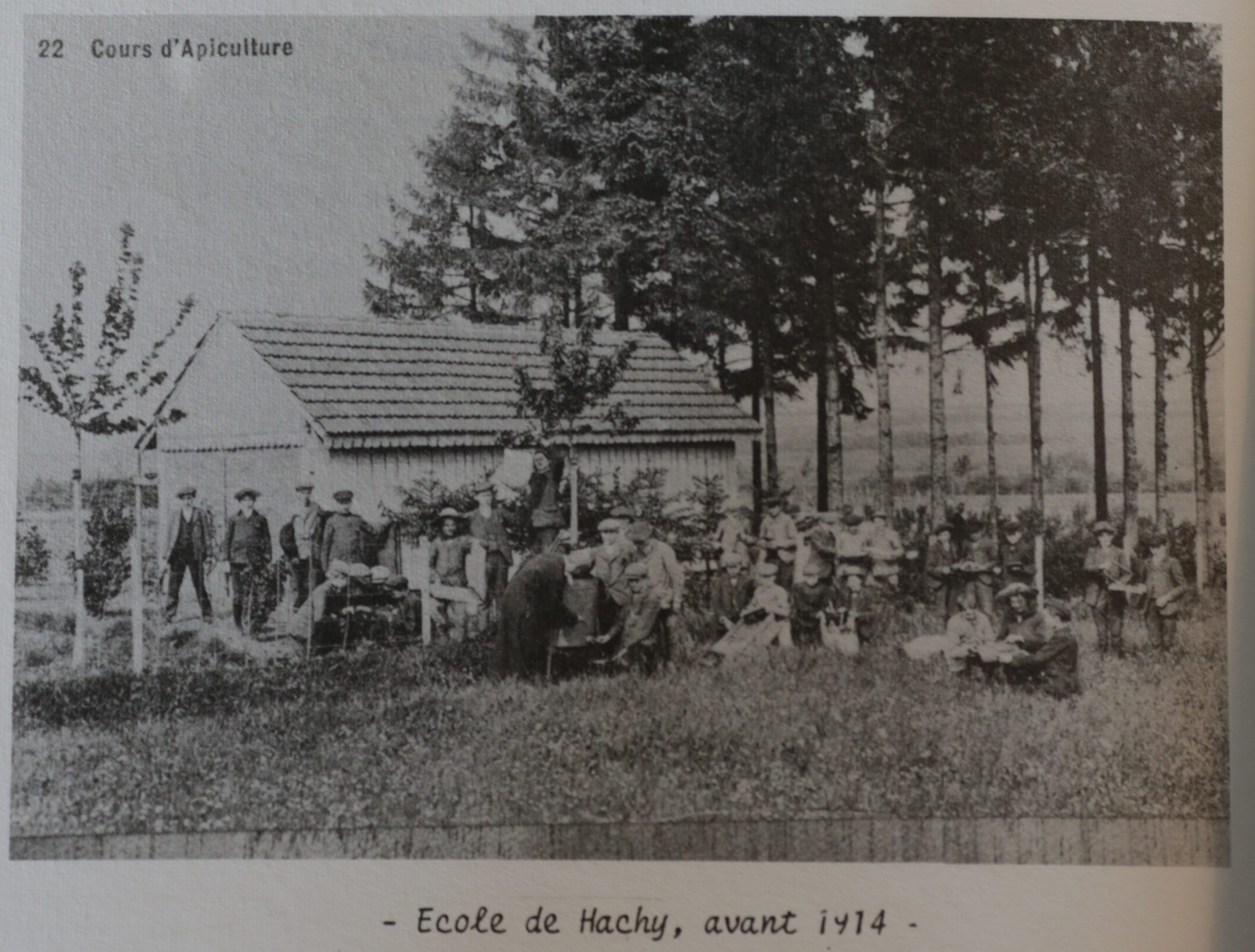 Ecole-apiculture-hachy-avant1914-scaled